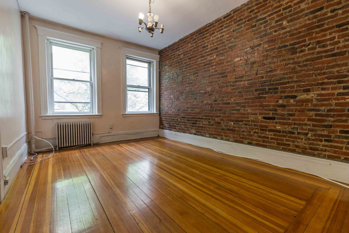 Beacon Hill Myrtle Street One Bedroom with Separate Eat-inKitchen