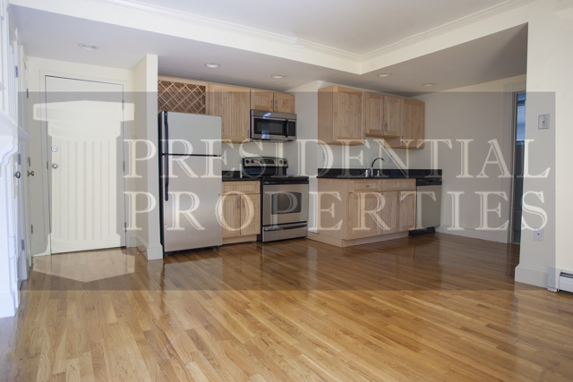 Back Bay Commonwealth Ave. One Bedroom withPatio