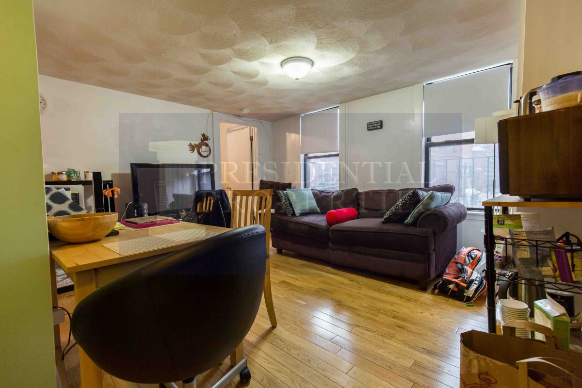 Beacon Hill Two Bedroom with Spacious LivingRoom