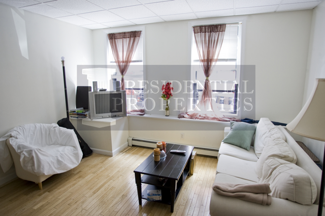Beacon Hill Two Bedroom with Large, Sunny LivingRoom