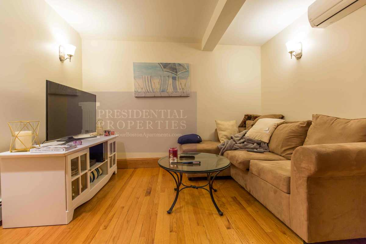 PRICE REDUCTION! Beacon Hill 3Bed/2Bath Duplex