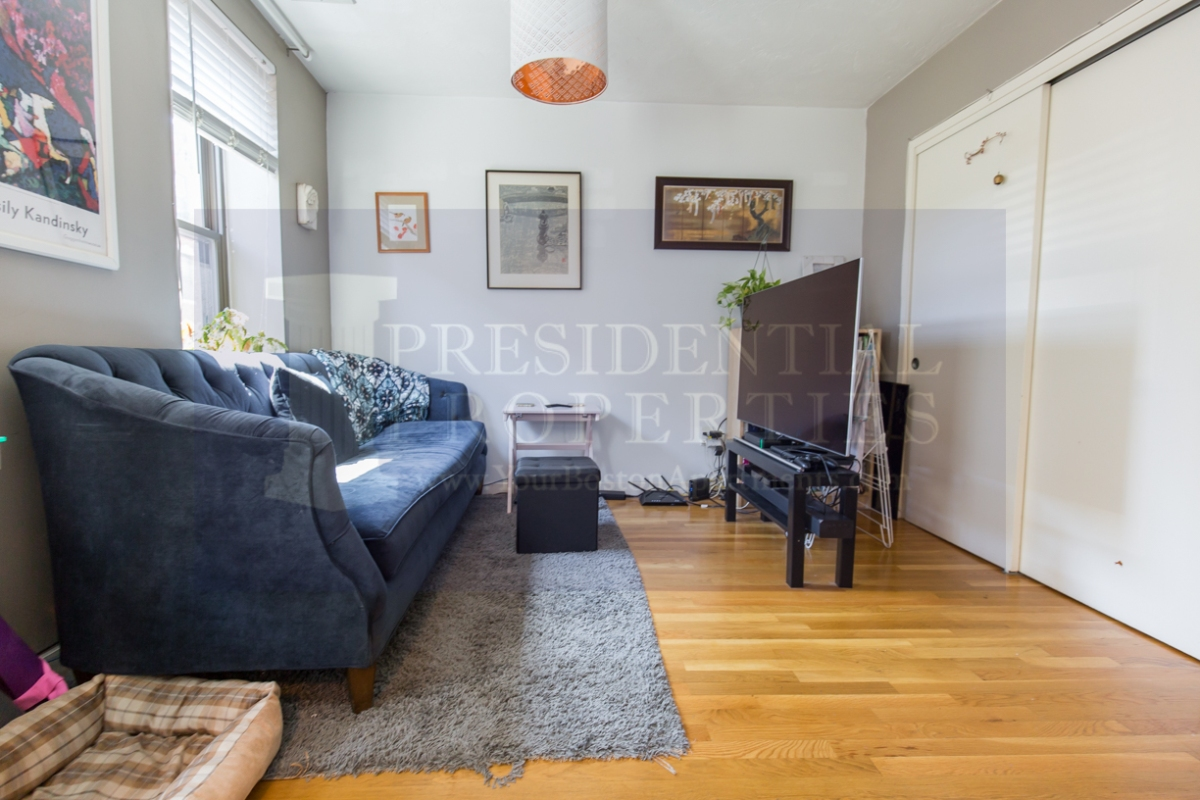 Beacon Hill One Bedroom with Common RoofDeck