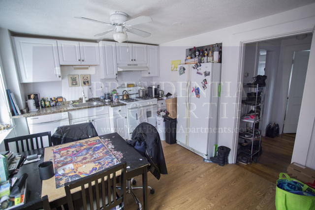 North End Two Bedroom with Renovated Eat-inKitchen