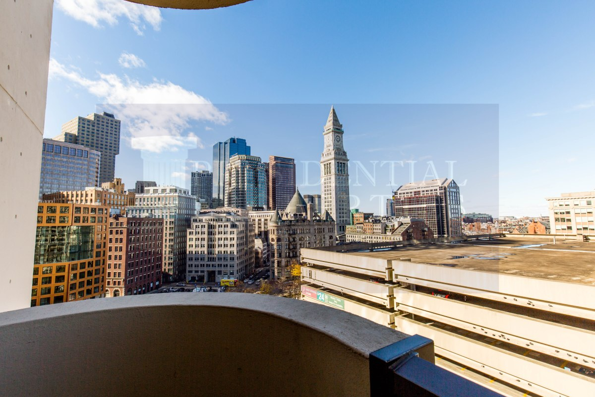 Live with FANTASTIC views ofBoston!