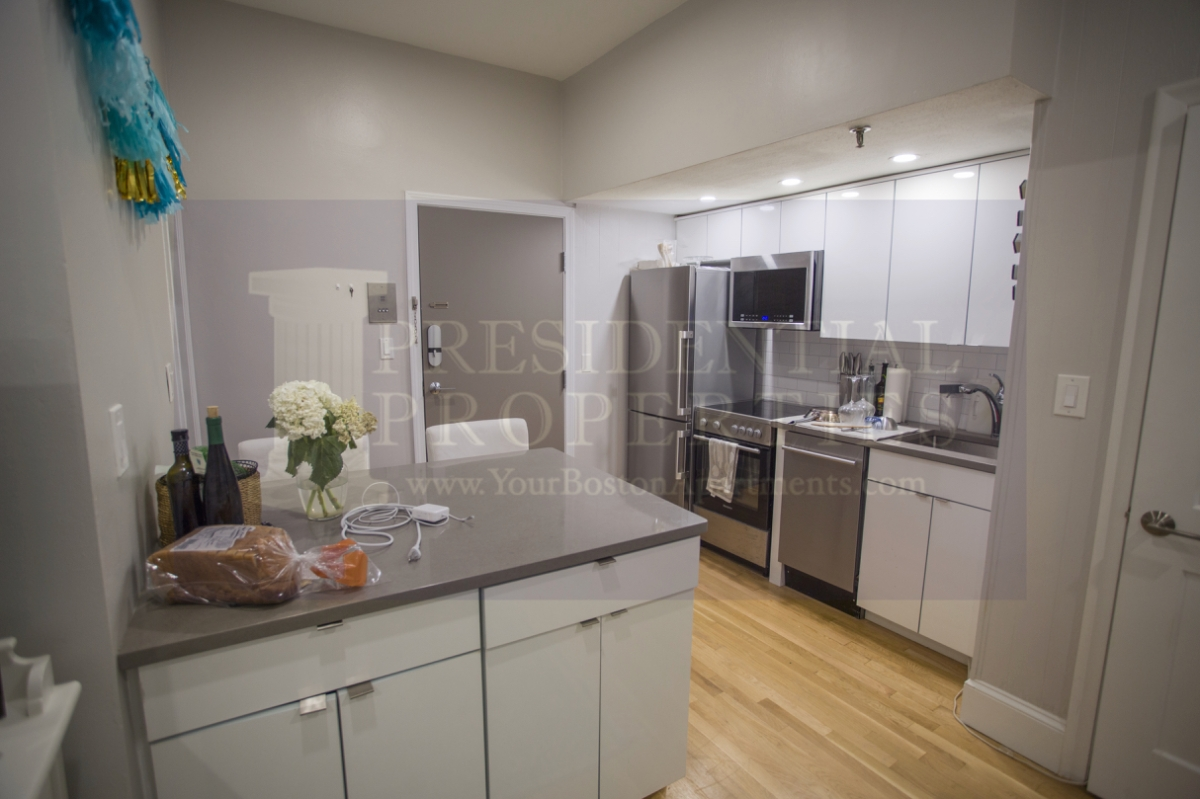 PRICE REDUCTION! Back Bay, Boylston Street, 1 Bedroom