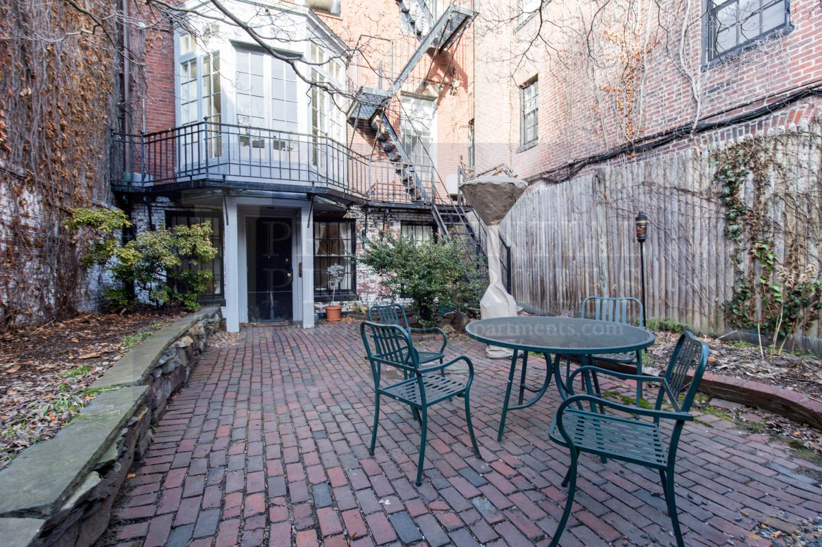 NEW LISTING! Beacon Hill, Chestnut Street, Large 1 Bedplus