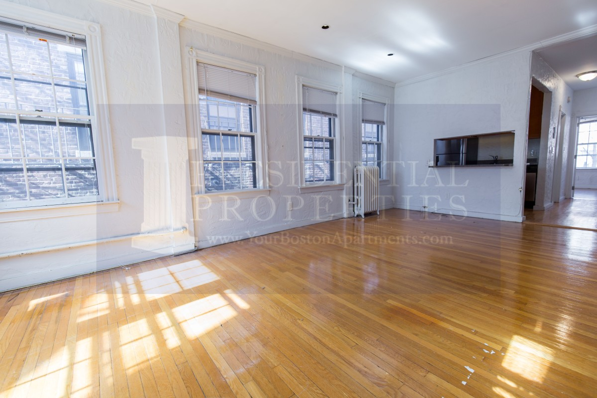 NEW LISTING! Beacon Hill, Phillips Street, One bedroom
