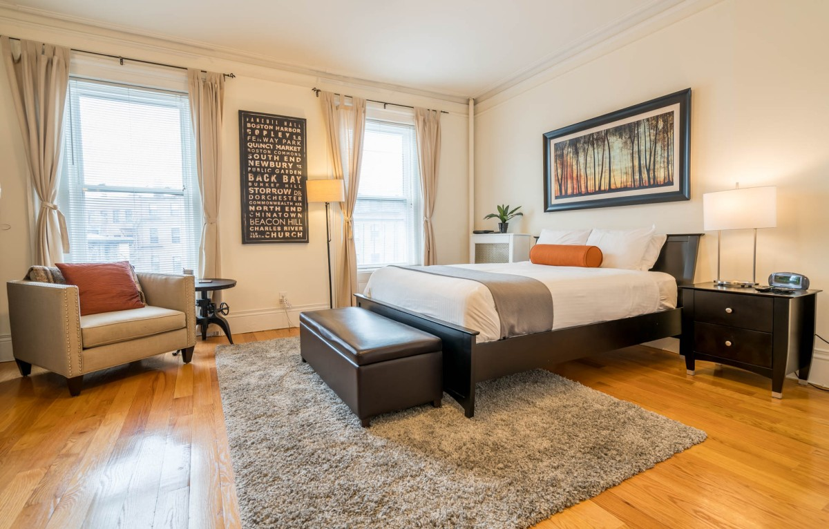 NEW LISTING! Beacon Hill, Charles Street, Studio