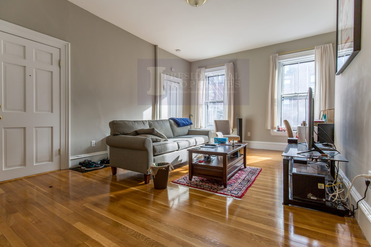 PRICE REDUCTION! Back Bay, Marlborough Street, One Bedroom
